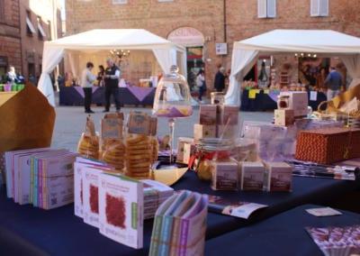 Salgsboder på torget Piazza Plebiscito - Zafferiamo - Citta della Pieve