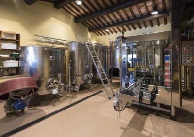 Azienda Agricola Pomario - kjeller med vin