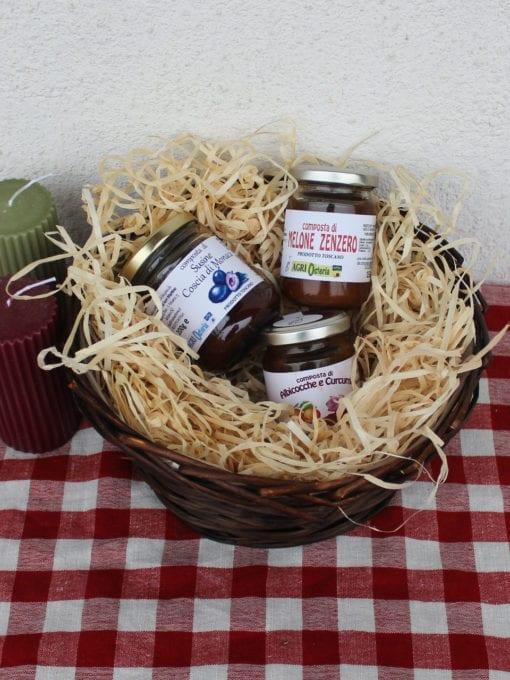 Matgave med søte delikatesser i gavekurv